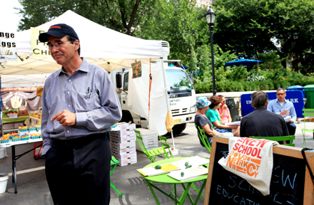 "Rick McGahey, economist and new director of the EPSM Master's Program, oversees a ""popup"" class at the Union Square Greenmarket in early September."