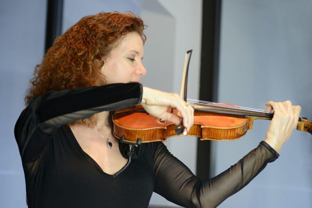 Ellen Toyer, Violin
