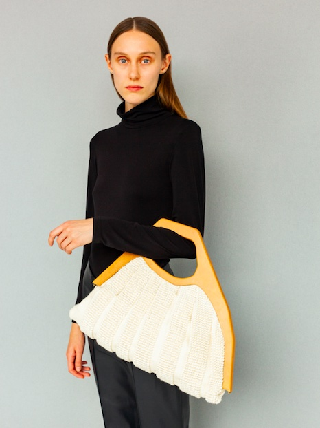 Model Ellinot Arveryd with the winning bag designed by Lara Gerlach, photo by Chris Vidal Tenomaa