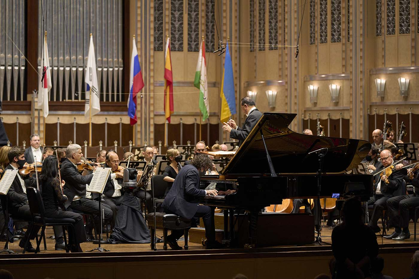 The Cleveland Orchestra with conductor Jahja Ling and Martín García García, winner of the 2021 Cleveland International Piano Competition Photo by Roger Mastroianni
